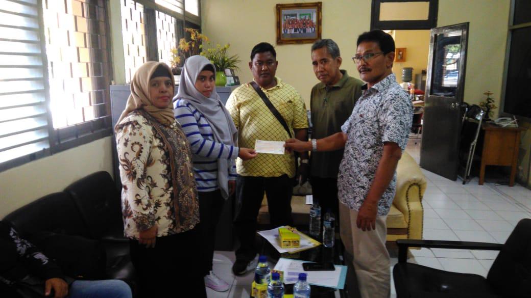 Pemerintah Serahkan Santunan bagi PMI Malaysia yang Meninggal